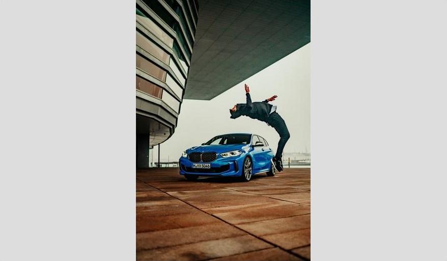 Abbildung: Der neue BMW 1er sorgt für Bewegung auf TikTok (Quelle: press.bmwgroup.com)
