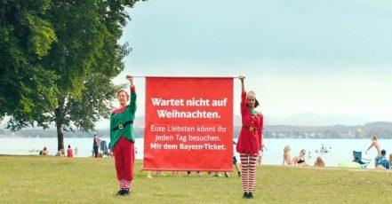 """Screenshot Video """"Wartet nicht auf Weihnachten"""" von Bayern-Ticket / DB Regio Bayern (Link: https://youtu.be/NJI4kjh6GF8). Der Film wurde am Starnberger See mit der Filmproduktion Bakery und dem Regisseur Matthias Thönnissen produziert."""