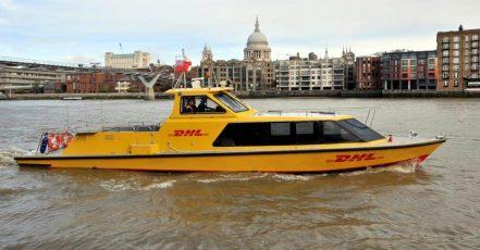 Foto: DHL Express Boot im Einsatz in London (Copyrights: DHL Express / Deutsche Post DHL Group)