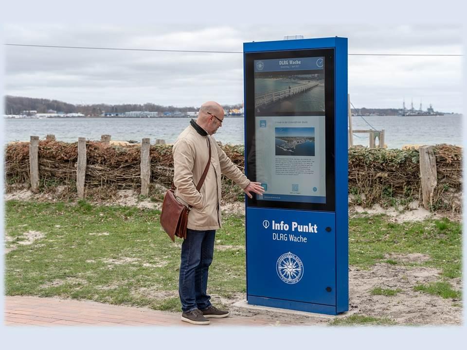 Bild: Einer von 5 neuen Touch-Terminals in Eckernförde (Quelle / Copyrights: Pilot Screentime;  © pilot Hamburg GmbH und Co. KG)