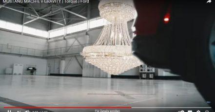 """Titelbild: Screenshot aus dem Ford Video """"Mustang Mach-E vs. Schwerkraft"""" (Quelle / Youtube: https://youtu.be/bLJl8qRoC1Q)"""