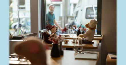 """Bild: Die Spenden-Aktion """"Ein Platz am Tisch"""", initiiert von MISEREOR, wird unterstützt von der Gastro-Initiative #PayNowEatLater. Agentur: Kolle Rebbe. (Foto: Natalie Lehmler)"""