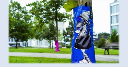 Bild: Aktion #artfortrees in Essen – das Bewässerungssack-Design zeigt ein Motiv der Street-Art-Künstlerin Strassenmaid (Bildrechte: E WIE EINFACH Gmb; Fotograf: David Fiege, klick.boom)