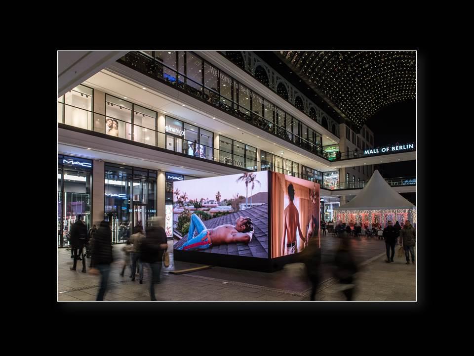 LED-Cube von Screen Visions in der Mall of Berlin (Foto: Ralf Rühmeier)