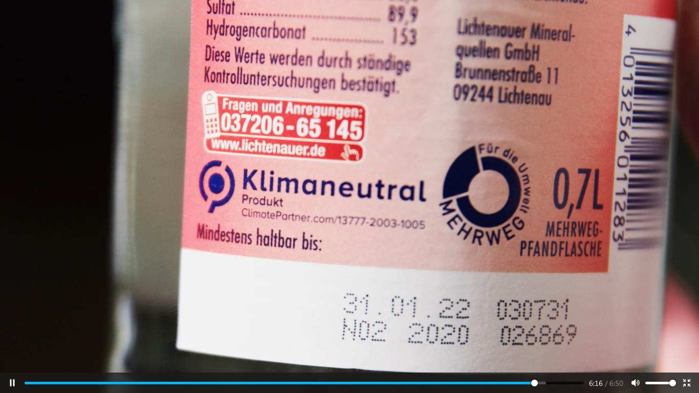 """Screenshot: Szene aus dem Video der Lichtenauer Mineralquellen zum 2021 erreichten Unternehmens-Meilenstein """"Klima-Neutralität"""""""