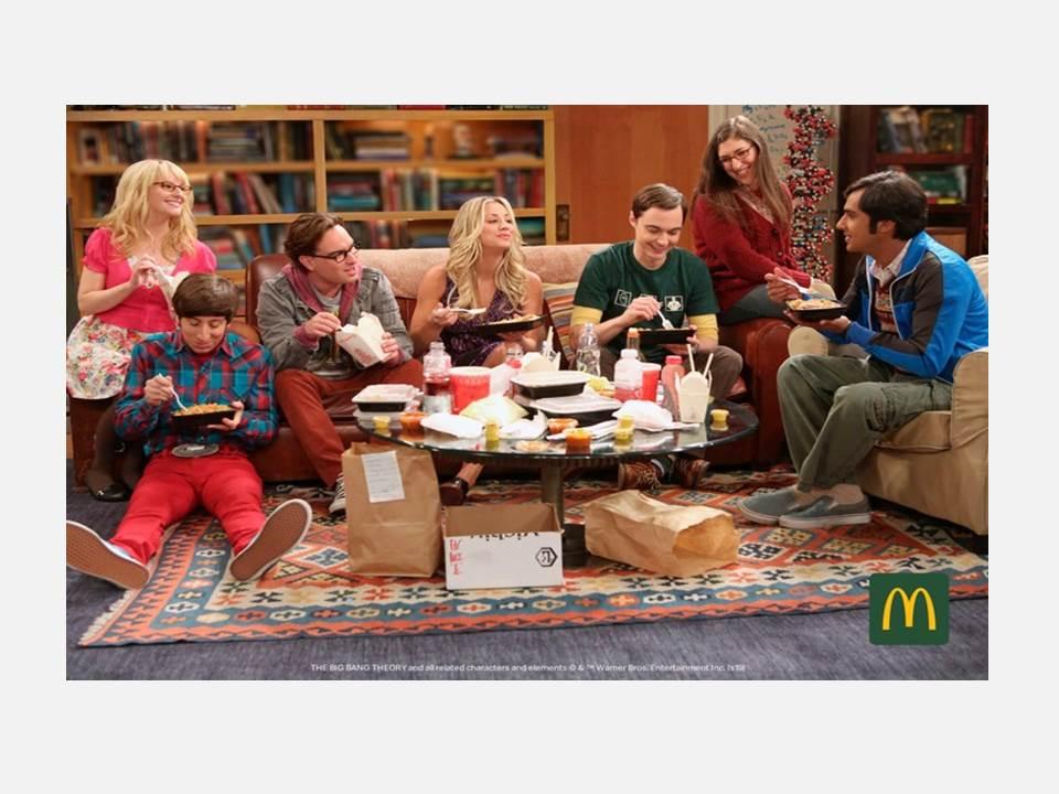 McDonald's Deutschland bringt das Big Bang-Wohnzimmer auf die gamescom 2019. Quelle: obs/McDonald's Deutschland/Warner Bros. Entertainment Inc.