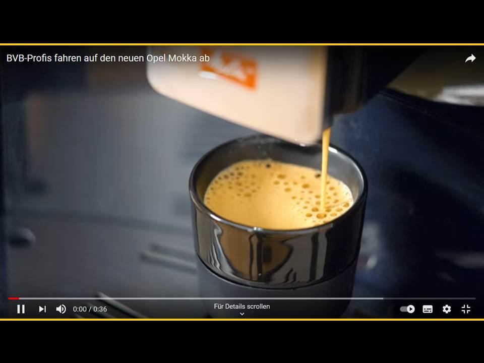 Bild: Screenshot aus dem neuen Opel x BVB Online-Video | BVB-Profis fahren auf den neuen Opel Mokka ab (Quelle: https://www.youtube.com/watch?v=Jcjj-4sYQcE)