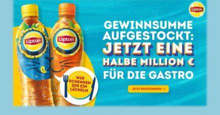 Bild: Die lächelnden Flaschen sind Teil der Lipton Sommerkampagne 2021 (Quelle / Copyrights: PepsiCo Deutschland GmbH.)