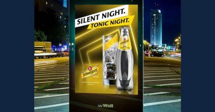 Bild: Schweppes Weihnachtskampagne 2020 / Motiv SILENT NIGHT. TONIC NIGHT. (Quelle: obs/Schweppes)