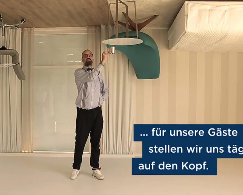"Screenshot: NH Hotels / Making-of ""Hotelzimmer auf der Kopf"""
