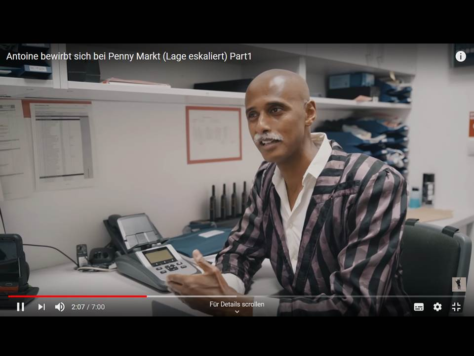 "Teddy Teclebrhan bewirbt sich als ""Antoine"" bei PENNY (Screenshot Youtube Video v. 20.08.2020)"