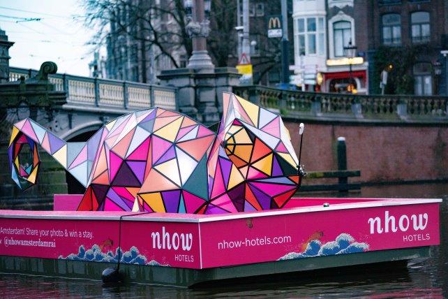 """Bild: Chamäleon """"Patch"""" tourt für nhow / NH Hotel Gruppe durch Amsterdam (Copyrights. NH Hotel Group Northern Europe)"""