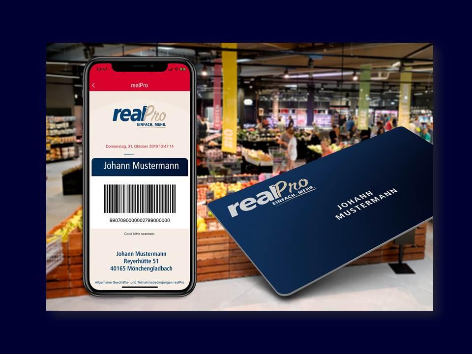 Bild: realPro App und Kundenkarte. (Quelle: obs/real GmbH/Carlos Albuquerque)